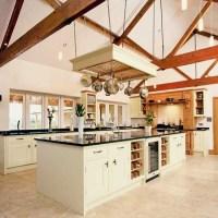 Large farmhouse-style kitchen | Traditional kitchens ...