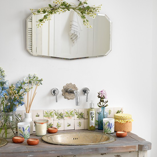 Vintage basin and taps with bevelled mirror vintage bathroom ideas