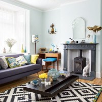 Retro living room with tropical-themed soft furnishings ...