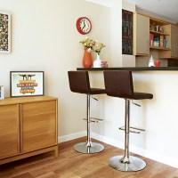 Retro kitchen with breakfast bar peninsula | Retro kitchen ...