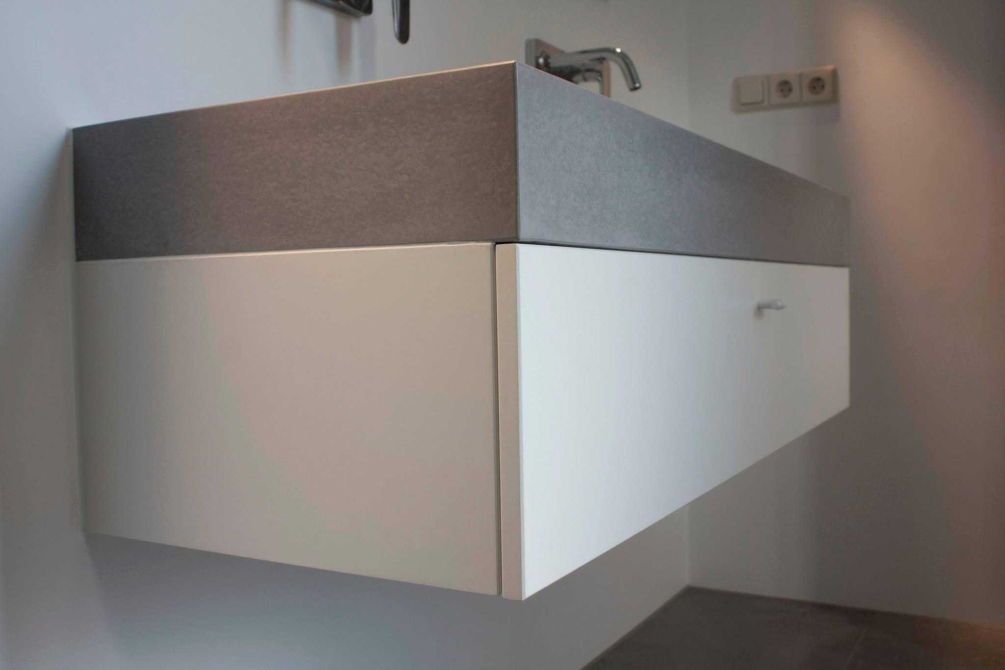 Badkamer Kast Handdoeken : Badkamerkast laten maken oud dressoir opknappen voor badkamer