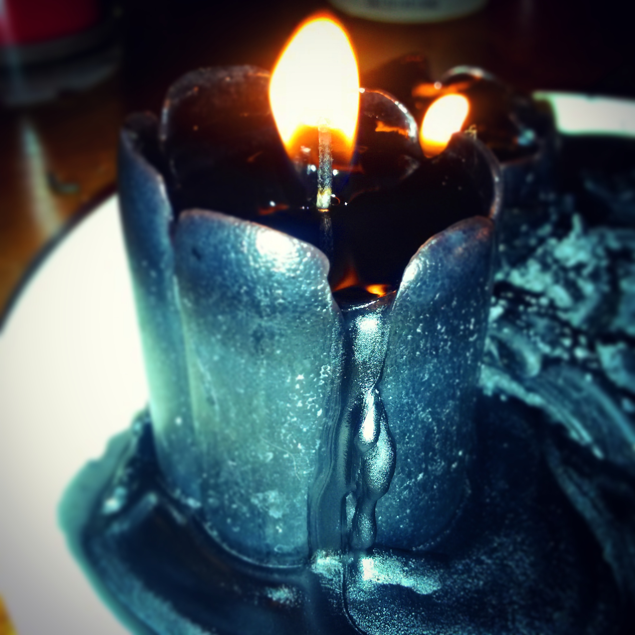 Making homemade candles to sell is fun and easy. You can make  environmentally friendly soy