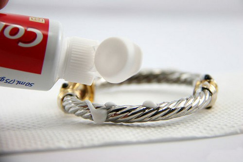 Use-Toothpaste-To-Polish-Silver