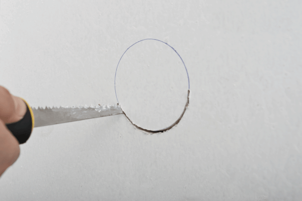 How to cut a round hole in drywall