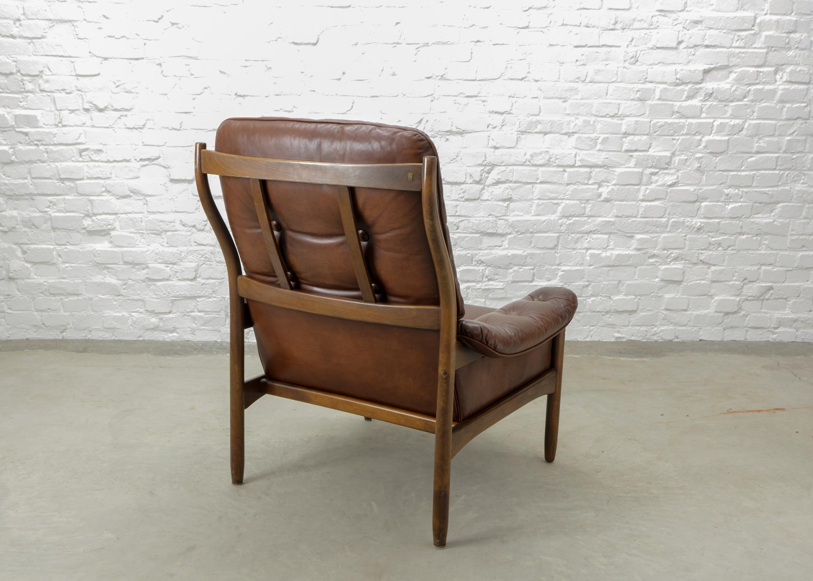 Scandinavian Möbel Mid Century Scandinavian Design Chestnut Leather Lounge Chair By G