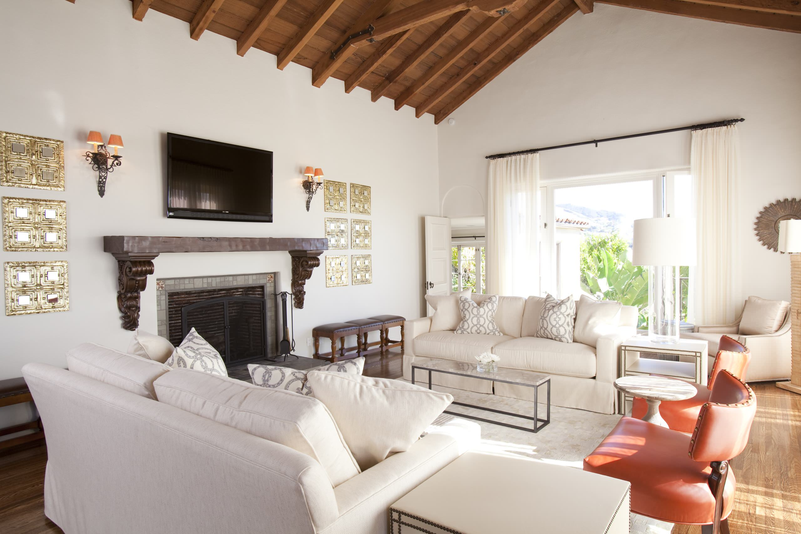 Traditionnelle Sofas Couches Decorating Cathedral Ceiling In Transitional Living Room
