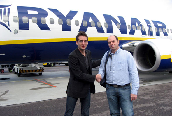 Mått På Väskan Ryanair : F?rste ryanair fly til london hsmai chapter norway