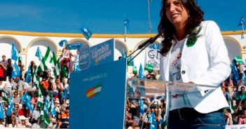 Loles López en un acto durante la campaña.