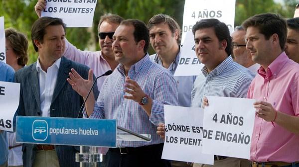 Protesta del PP por la realización de los puentes a Punta. (Foto: Julián Pérez)