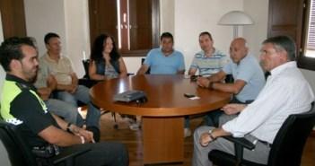 Imagen de archivo de una reunión del alcalde de Cartaya con el CSIF.