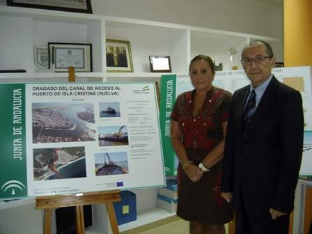 La alcaldesa de IslaCristina y el director de APPA.