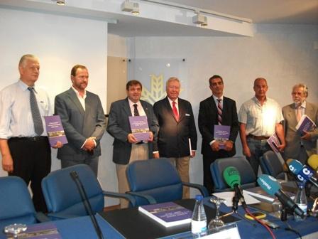 Presentación del estudio en la Caja Rural del Sur en Huelva.