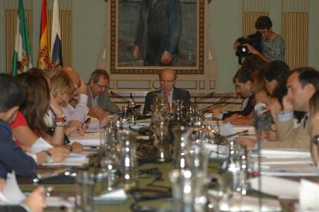 Sesión plenaria ordinaria en el Ayuntamiento de Huelva.