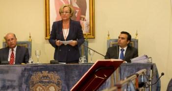 Petronila Guerrero, durante el discurso de investidura. (Foto: Julián Pérez)