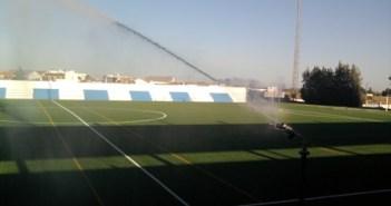 El nuevo césped del estadio de Bollullos.