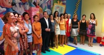 El alcalde de Almonte en su visita a las escuelas infantiles.