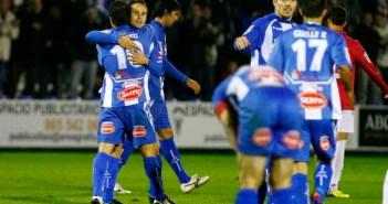 Futbolistas del Alcoyano celebrando la victoria ante el Recreativo.