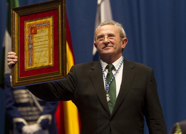 F tima b ez recibe la medalla de huelva - Pepe jimenez ...