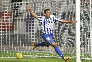 El canterano Aitor García marcando un gol.