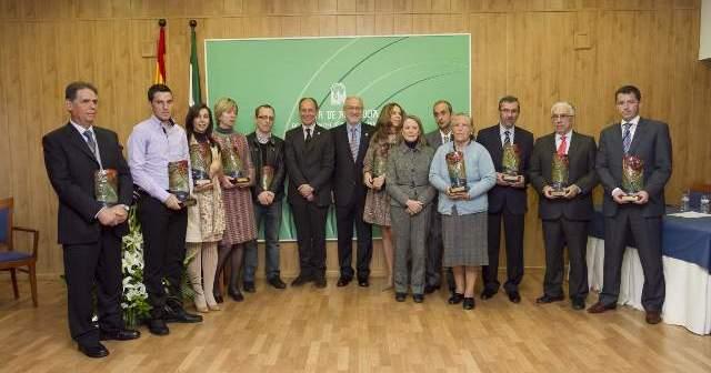 Los galardonados por la Junta en el acto de Huelva.