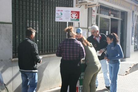 Recogida de currículos protesta por parte del PA.