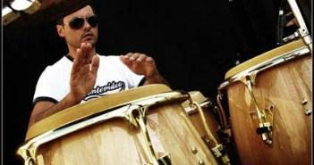 Sergio Fernández y su candombe.