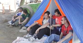 Trabajadores acampados para exigir la reapertura de la mina. (José Carlos Sánchez)