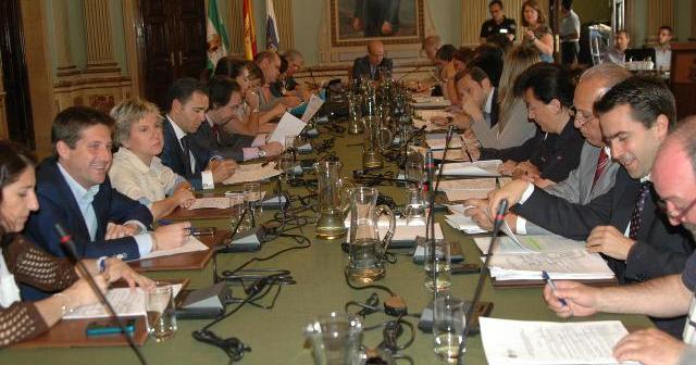 Pleno municipal en Huelva.