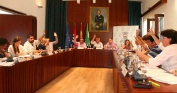 Instante de la votación del Plan de Ajuste en el pleno de Cartaya.