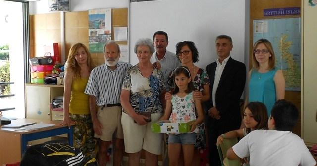 Entrega del premio en el Colegio El Faro de Mazagón.