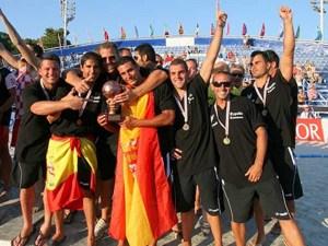 Sergio Cruzado con la Selección Española de balonmano playa.