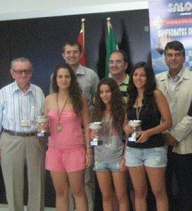 La ayamontina Mariela Perera, entre los ganadores del torneo.