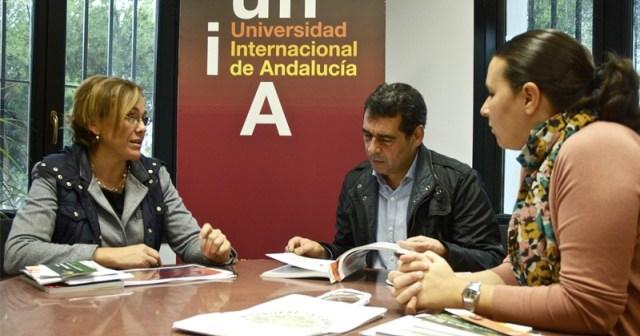 Reunión del alcalde de San Juan con la directora de la UNIA.