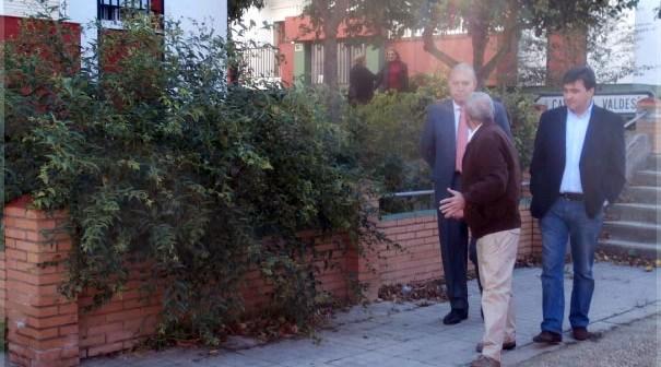 Visita de responsables del grupo socialista a la barriada Príncipe de Asturias.