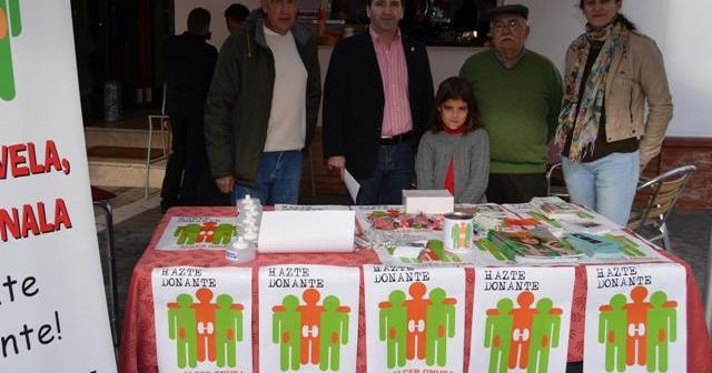 El alcalde de Almonte con miembros de Alcer-Onuba.