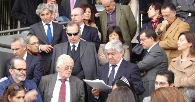 Lectura del manifiesto por el juez decano ante el Palacio de Justicia de Huelva contra las nuevas tasas judiciales.