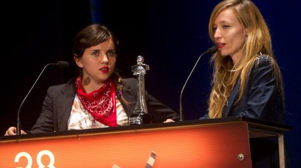 Camila Gutiérrez y Marialy Rivas, guionista y directora de 'Joven y alocada'. (Julián Pérez)