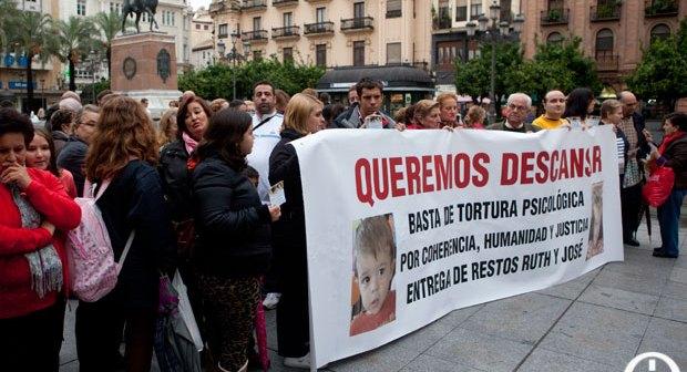 Los concentrados en la plaza de las Tendillas de Córdoba. (Cordopolis)