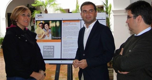 La directora de la UNIA y el alcalde de Moguer presentan la actividad musical.