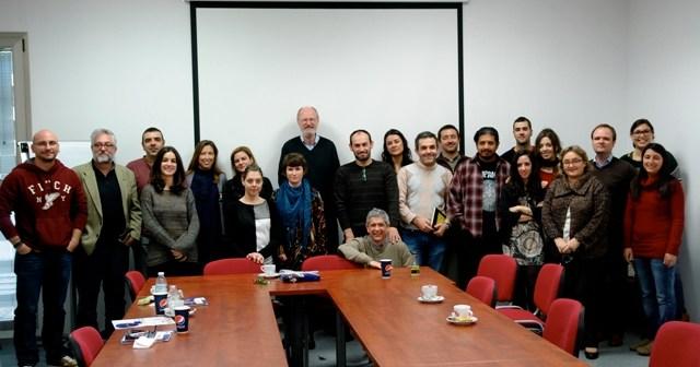 El doctor honoris causa, en el encuentro con alumnos y profesores.