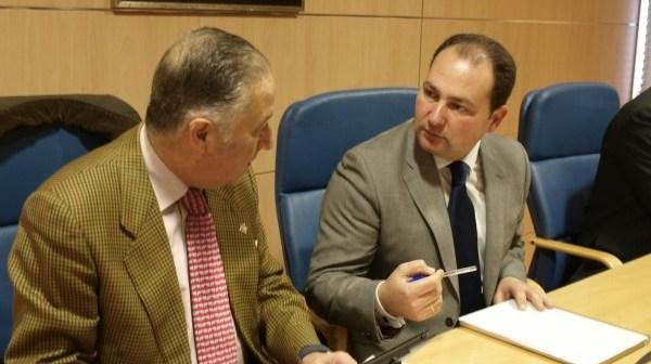 Pérez Viguera y David Toscano, durante la Junta Local de Seguridad celebrada en Aljaraque.