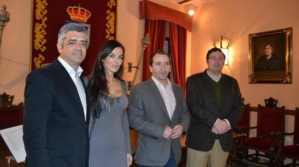 Presentadores, alcalde de Almonte y presidente de la Hermandad Matriz.