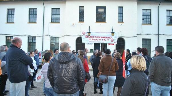Una de las protestas de los ex trabajadores a las puertas de la Mancomunidad de la Cuenca Minera.