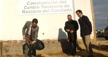 Acto de colocación de la primera piedra del Tanatorio de Rociana del Condado.