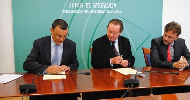 Firma del convenio de planes de emergencia entre la Diputación y la Junta.