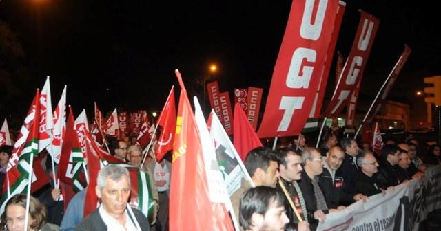 Cabeza de la manifestación contra la no revalorización de las pensiones y el 'tasazo' judicial. (José Miguel Espínola)