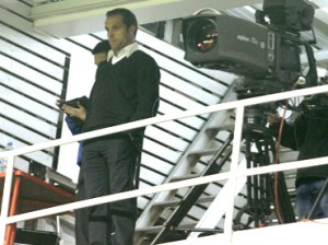 Sergi Barjuan, desde un palco de la Creu Alta de Sabadell.