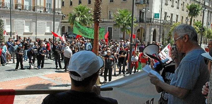 La manifestación ha finalizado en la plaza de la Constitución.
