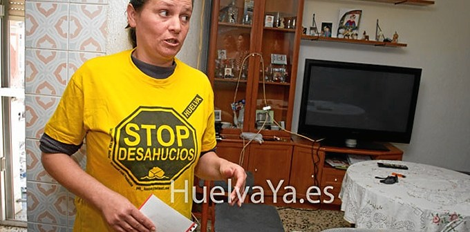 María del Carmen Andújar Hidalgo en la casa donde va a poder seguir los próximos tres años. (Julián Pérez)