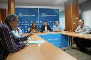 Reunión de responsables del PP y recolocables de Astilleros.